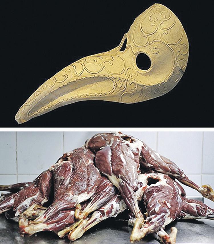 Фотографии профиля убийцы в Фейсбуке: маска (двойная личина) и голое ободранное мясо.