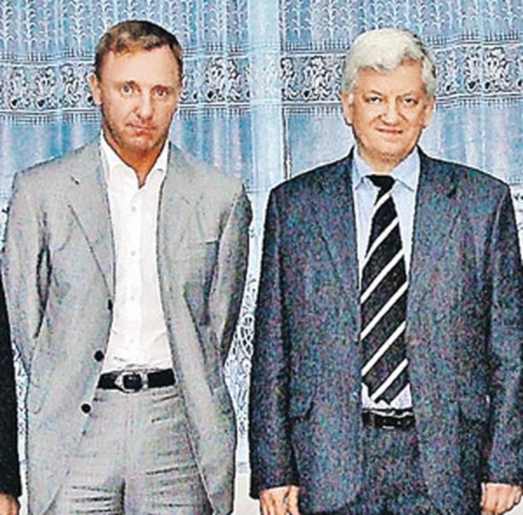 Леонид Лощаков (справа) и ректор МИСИС, будущий министр образования России Дмитрий Ливанов, во время визита в учебный комбинат Навои.
