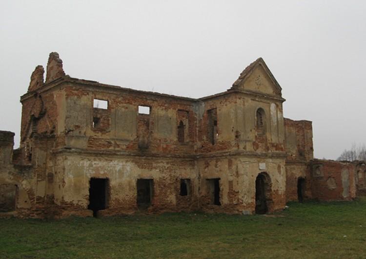 Дворец Сапегов находился в монастыре
