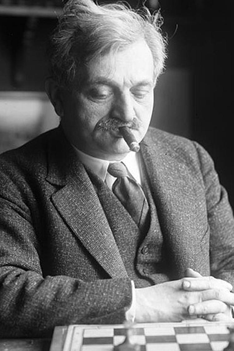 Ласкер и в пьяных шахматах сыграл до гениальности просто.