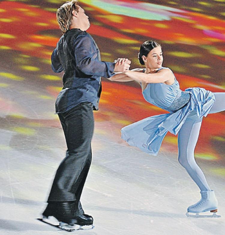 Катя Шпица штудирует азы фигурного катания в дуэте с Максимом Стависким.