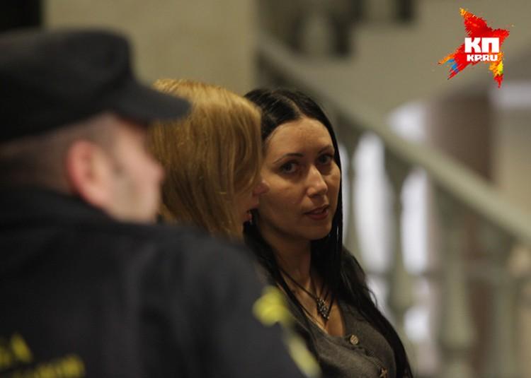 Анжела-Мария Цапок взяла фамилию гражданского мужа в мае 2005 года. До этого она была Аделинферер