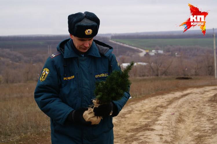 Чтобы избежать пожара, дерево нужно ставить вдали от открытого огня и не использовать рядом пиротехнику. А все гирлянды должны быть исправны.