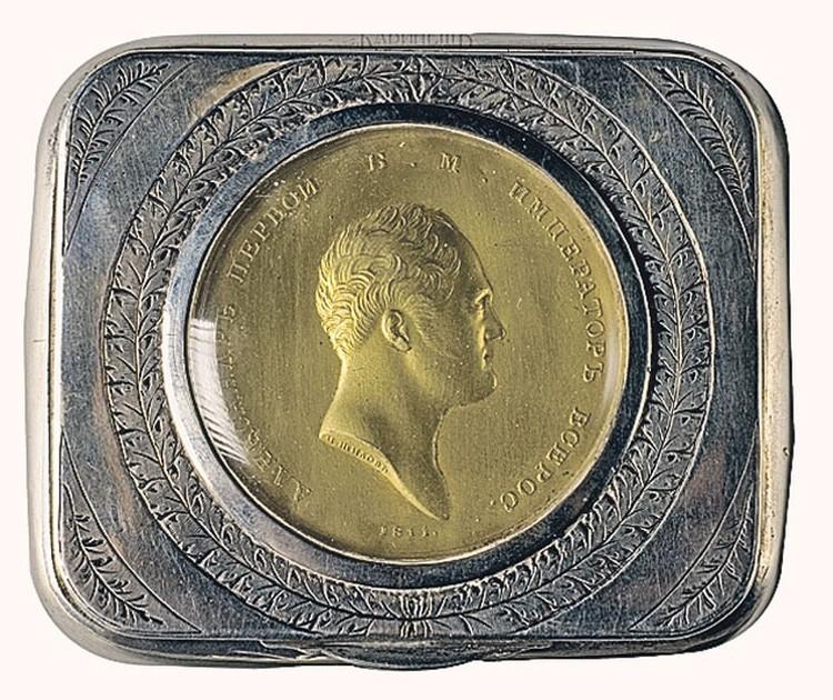 Табакерка жалованная с портретом Александра I.