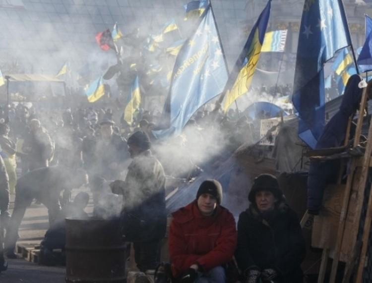 На «вече» митингующие - сторонники евроинтеграции - решили продолжать бороться
