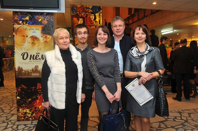Жигунов с мамой, супругой Верой Новиковой, дочерью Марией и ее супругом