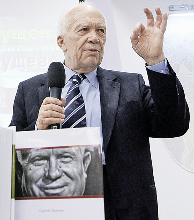Сергей Никитович Хрущев во время презентации трилогии книг об отце. Москва, апрель 2010-го.