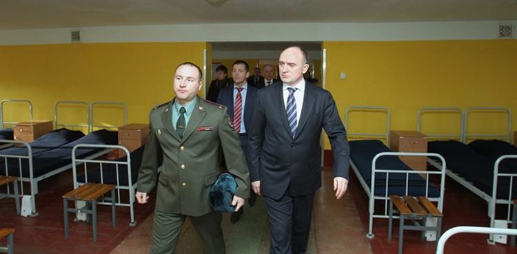 На экскурсии в отряде спецназа. Дубровский отчасти сам - командир спецназа экономически-политического профиля