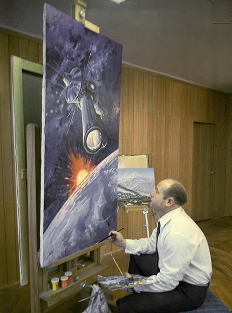 Алексей Архипович много лет профессионально занимается живописью. Как раз в эти дни в Москве в Мемориальном музее космонавтики открылась выставка его картин.