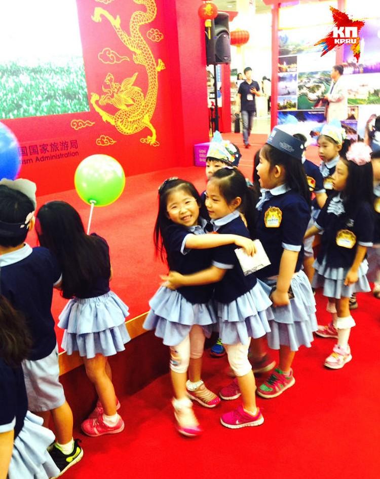 Корейцы детей к туризму приучают с детства - возят на выставки прямо из детского сада