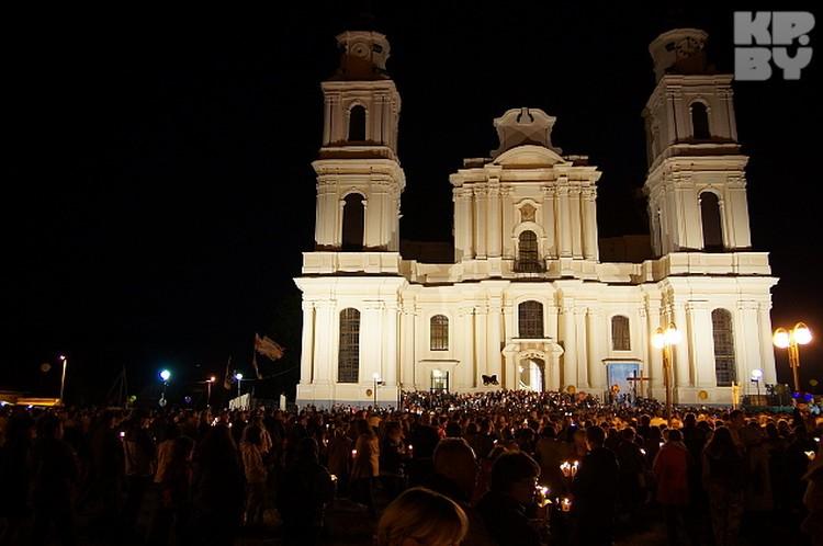 Одно из самых красивых Богослужений - ночная процессия