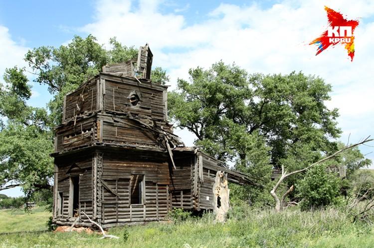 Все, что сегодня осталось от старинного храма...