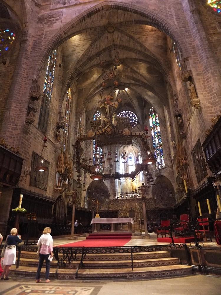Воздушный и величественный собор в Пальма-де-Майорке.