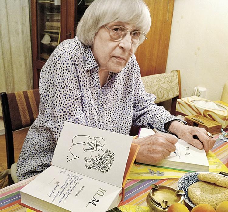 А эти книги Юнна Петровна подписала журналистам «Комсомолки».