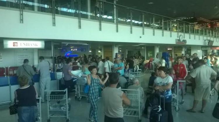Пассажиры рейса Кишинев-Москва провели в аэропорту почти 15 часов