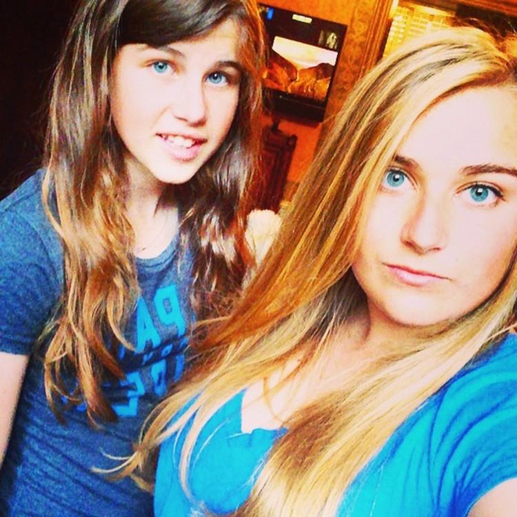Вместе с Ириной Абрамович на Лазурный берег прилетели 13-летняя Арина и 19-летняя Софья. Фото: Instagram.