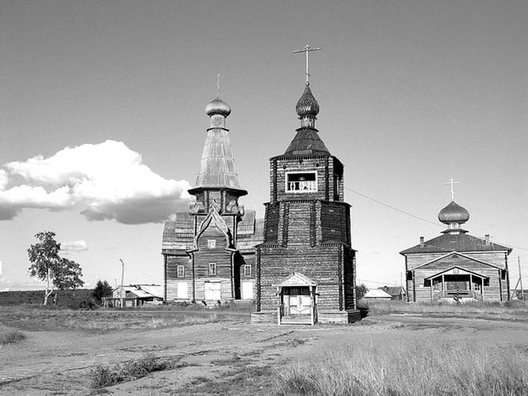 Будучи священником в Варзуге, отец Митрофан добился реставрации местных храмов.