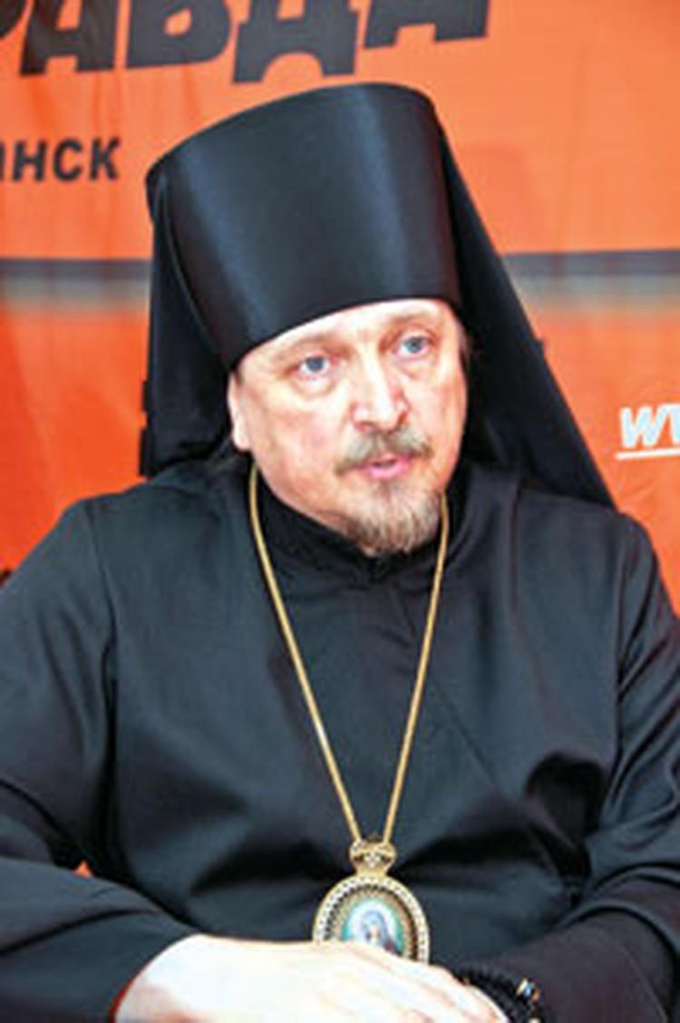 Владыка Митрофан родом из семьи, сочетающей военно-морские и религиозные традиции.