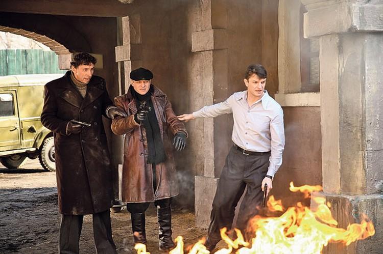 В новом сезоне «Легавого» сыгранный  Флёровым капитан уголовного розыска Юрий Козырев (в центре) и его коллеги продолжат неравный бой с криминалом. Фото: Пресс-служба НТВ