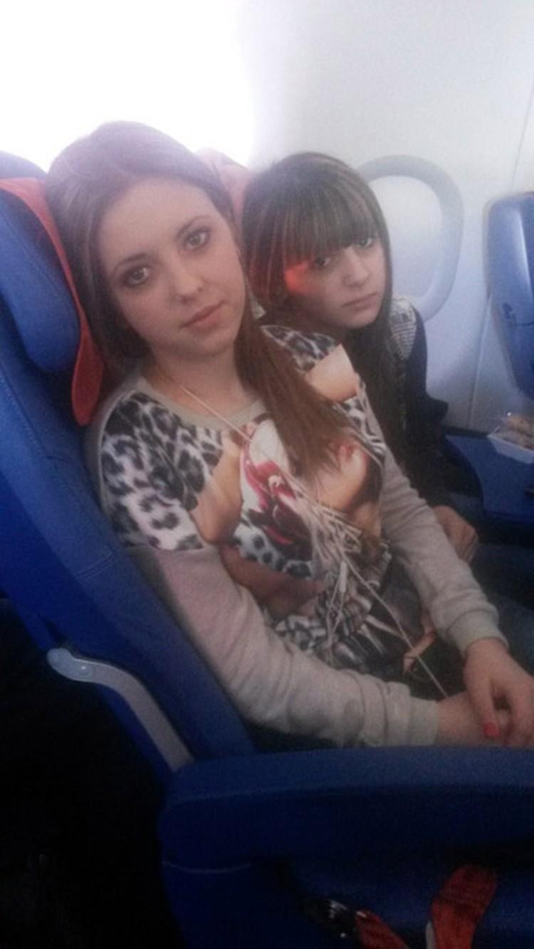 Ане (слева) и Ире сейчас по 16 лет. Фото из семейного архива