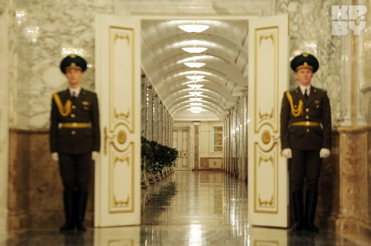 Большую часть переговорных комнат во дворце не задействовали