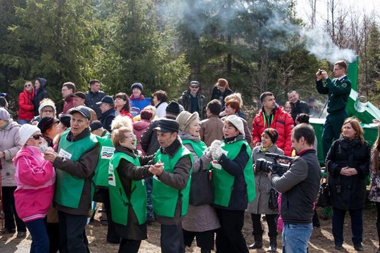 Зарождение «Леса Победы» отмечали празднично. Фото: Анастасия ШАГАБУТДИНОВА