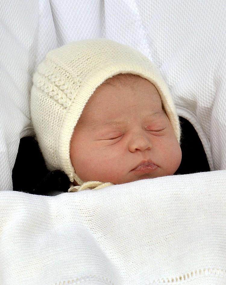 Новорожденная принцесса прекрасна.