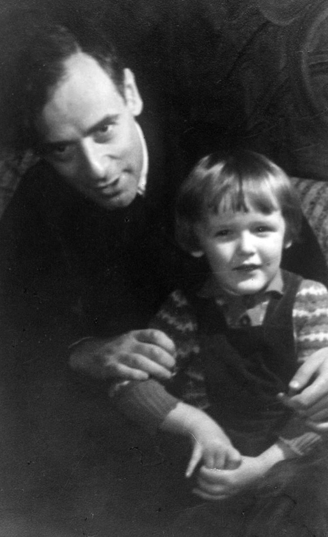 Лев Ландау с сыном.