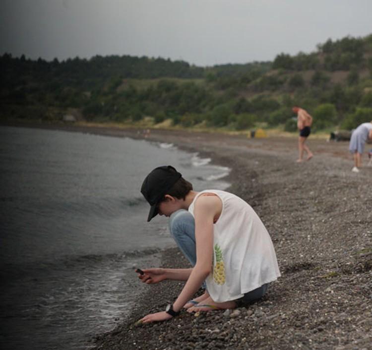 «Дикие пляжи» с вулканическим песком тянутся по побережью от Алушты до Судака. С этого года вход на них опять бесплатный.