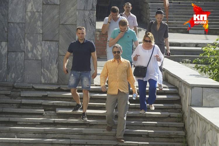 На оглашение приговора Лошагин пришел в компании друзей.