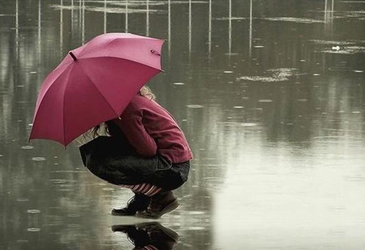 Поза правильная, а зонтик - лишний.