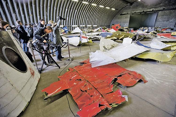 Версия о заложенной в самолет бомбе расходится с заключениями остальных экспертов. Фото: AP Photo