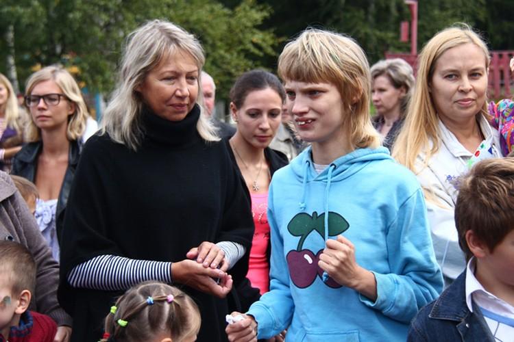 На фото - Оксана вместе с матерью, Ларисой Кусакиной