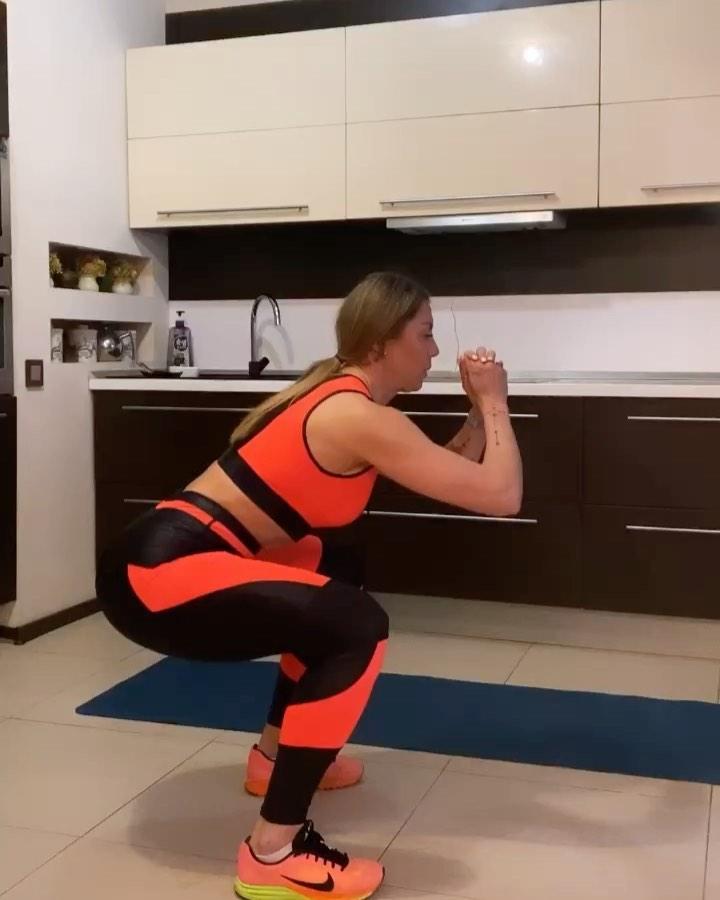 В своем блоге Олеся Красномовец показывает различные комплексы упражнений