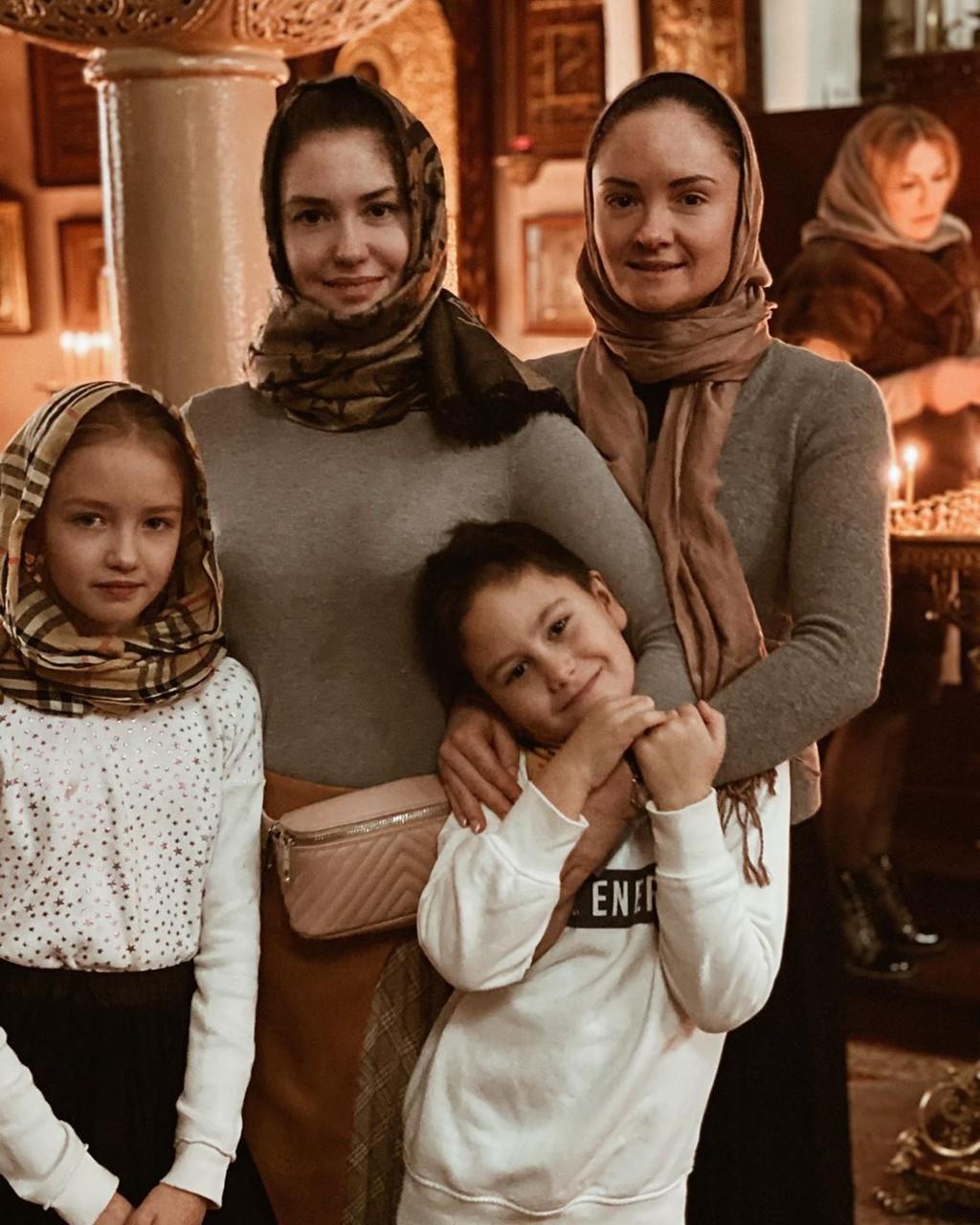 Агата Муцениеце нашла утешение рядом с сестрой