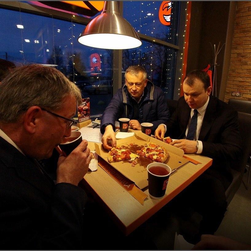 Провожу рабочее совещание по развитию #шлиссельбург не в здании администрации, а в неформальной обстановке.