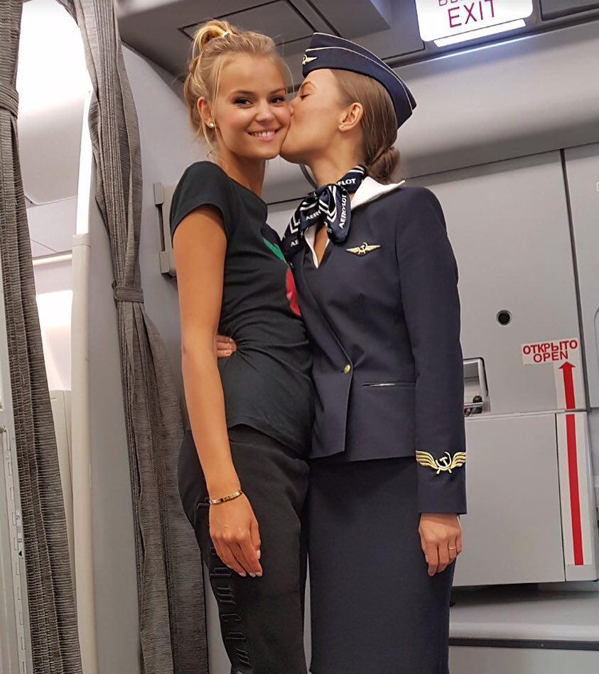 Избранница Абызова работала стюардессой в бизнес-классе