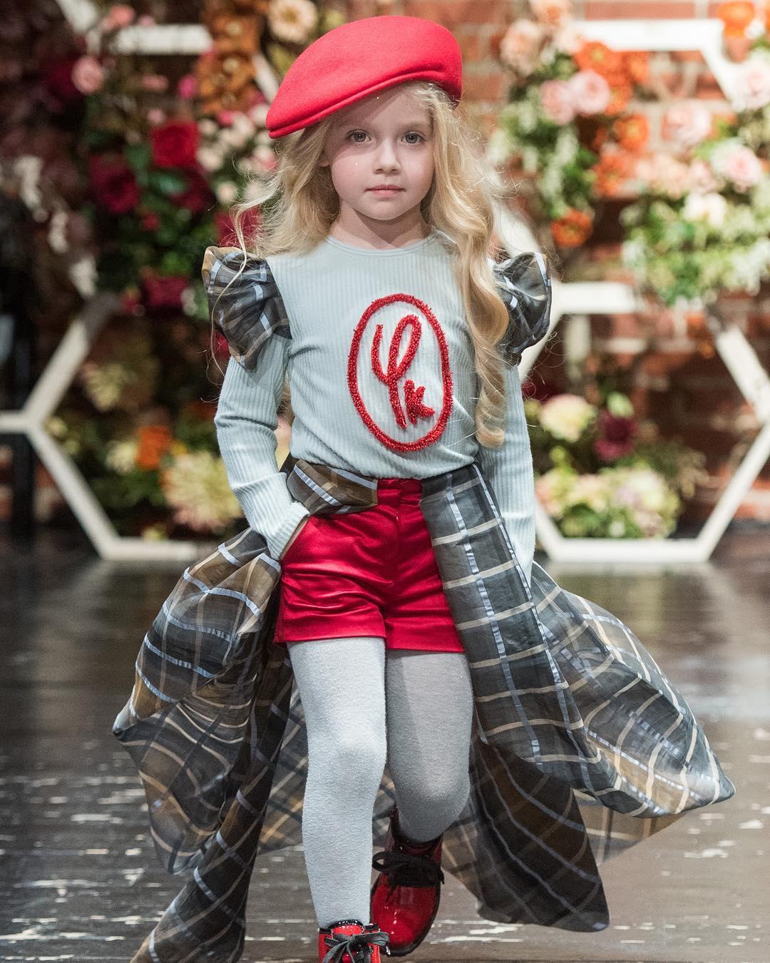 Харизматичный красный в стильном наряде обворожительной Лизы Галкиной!