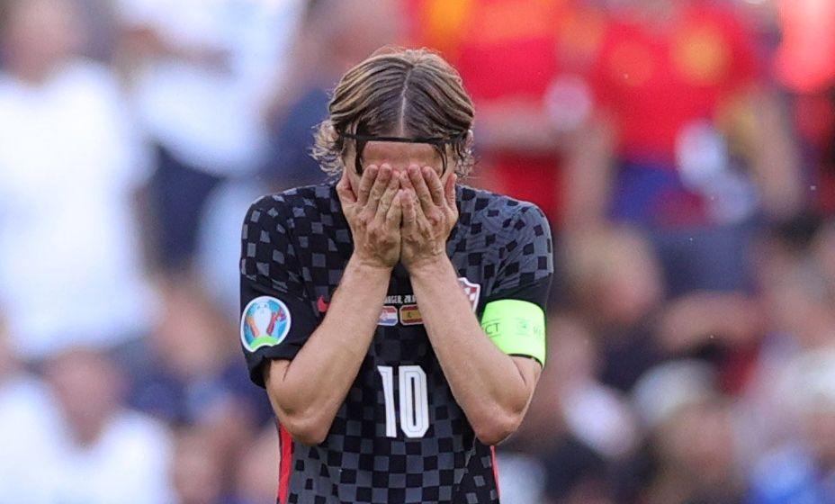 Лука Модрич расстроен - Хорватия уступила в 1/8 финала испанцам. Фото: Reuters