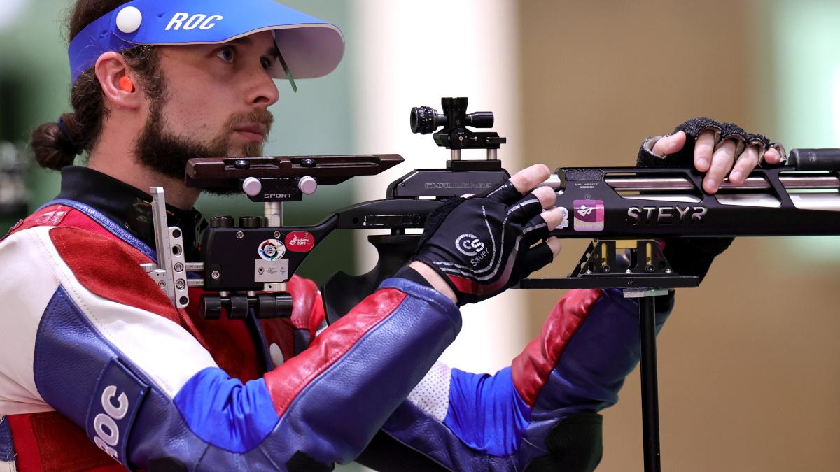 Сергей Каменский прошел в финал соревнований по стрельбе из винтовки. Фото: REUTERS