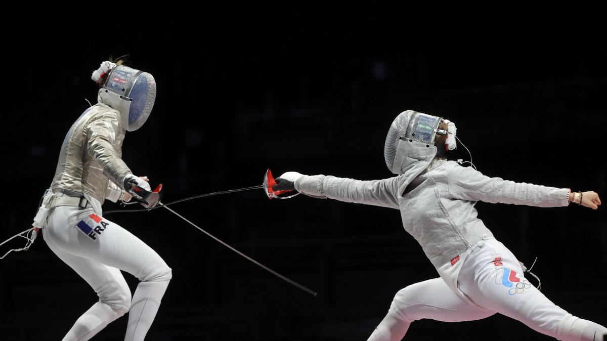 Российские саблистки бились за победу в финале Олимпиады с Францией. Фото: REUTERS