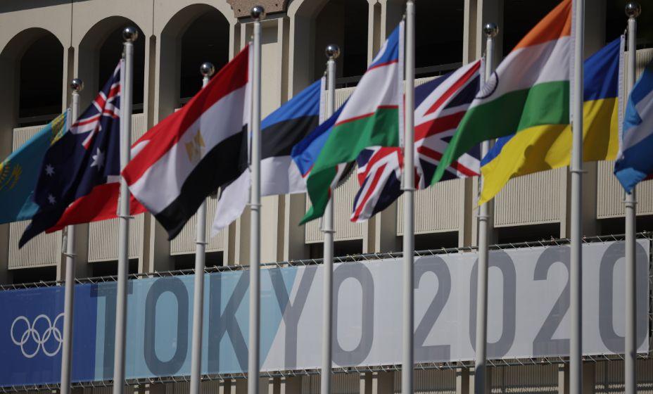 В Токио вывесили флаги стран-участниц Олимпиады-2020. Фото: Reuters