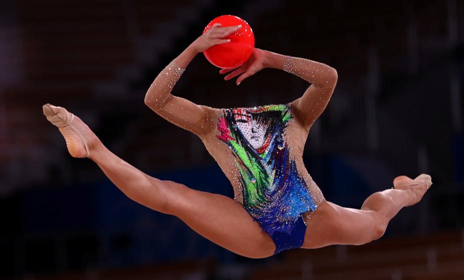 Израильская гимнастка Линой Ашрам взяла золотую медаль Игр в Токио. Фото: Reuters