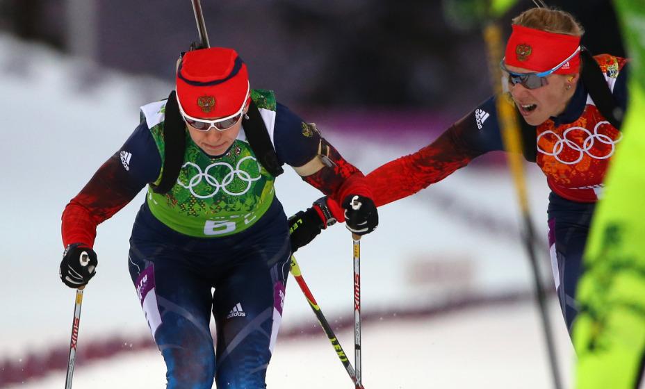 Ольга Зайцева передает эстафетную палочку Ольге Вилухиной на Олимпийских играх в Сочи. Фото: Global Press Look